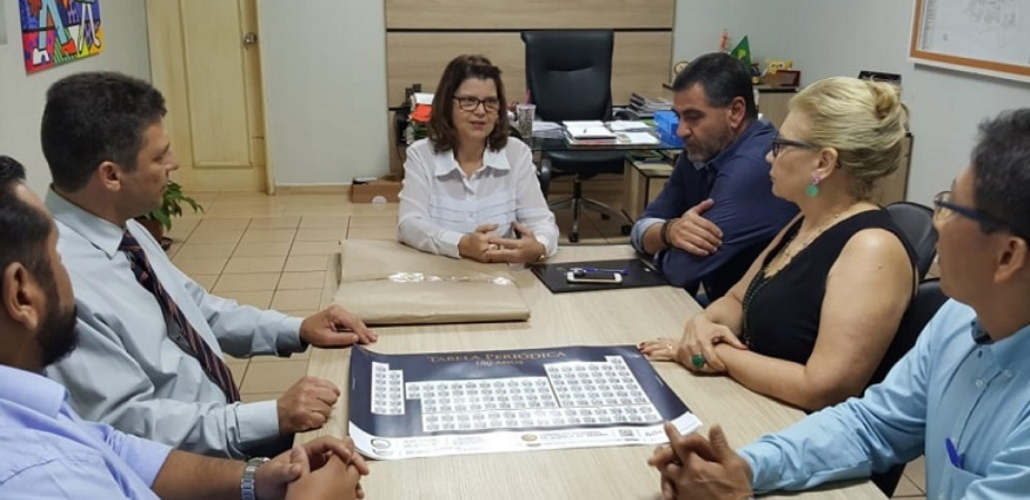 Em continuação a celebração do Dia do Químico e, aos 150 anos da Tabela Periódica promovida pela UNESCO, o Conselho Regional de Química da 20ª Região, foi recebido pela Secretaria Adjunta de Educação do Município, Prof.ª Soraia Inácio Campos.