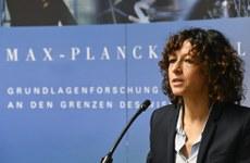 Emmanuelle Charpentier, uma das vencedoras do Nobel de Química de 2020, em coletiva de imprensa nesta quarta (7) em Berlim.